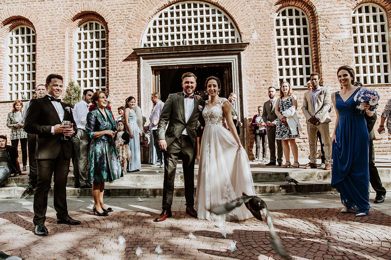сватбени снимки в църква света софия