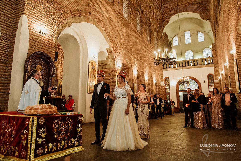 сватбена фотография в църква света софия