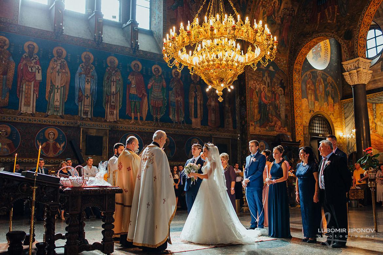 сватбена фотография в църква света неделя в софия
