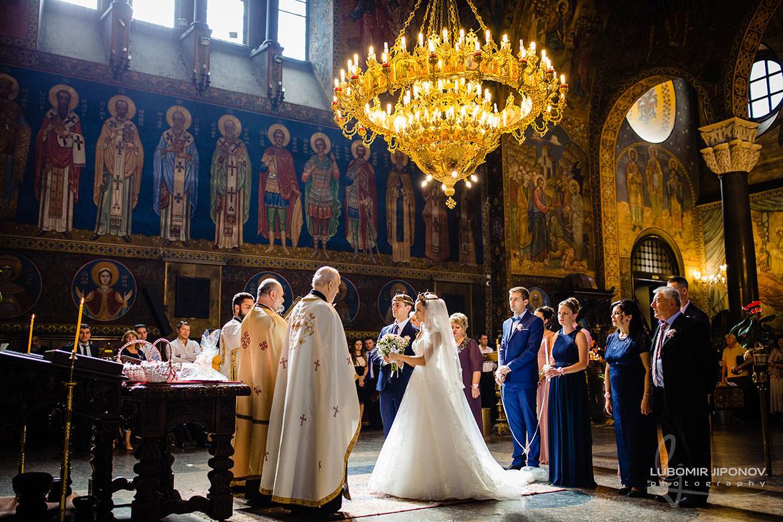 Сватбена церемония в храм Света Неделя в София