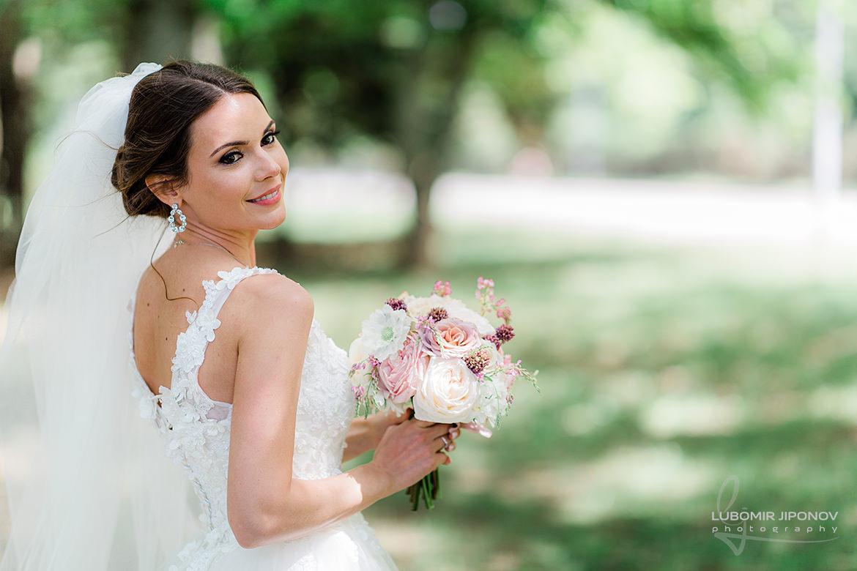 красива сватбена фотография на булката от фотосесия в царско село