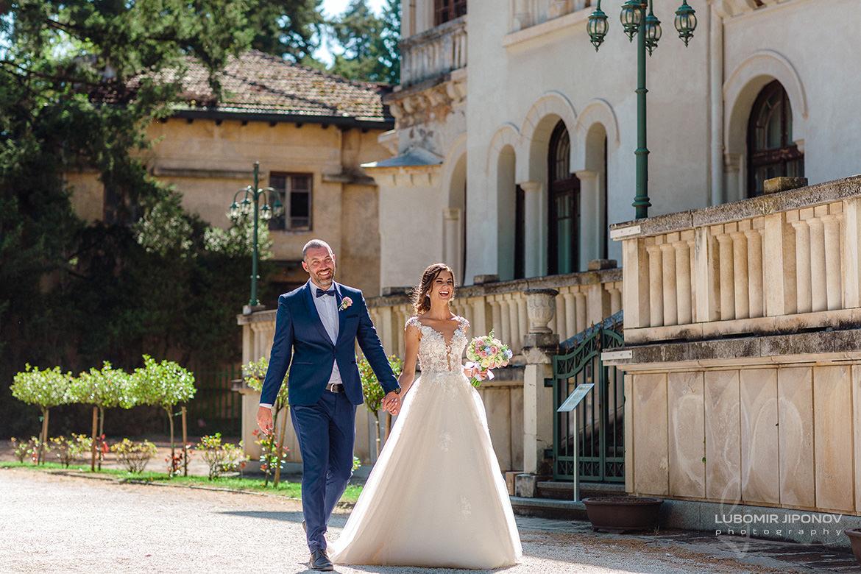 Сватбена фотосесия на младоженци в парк Врана в София