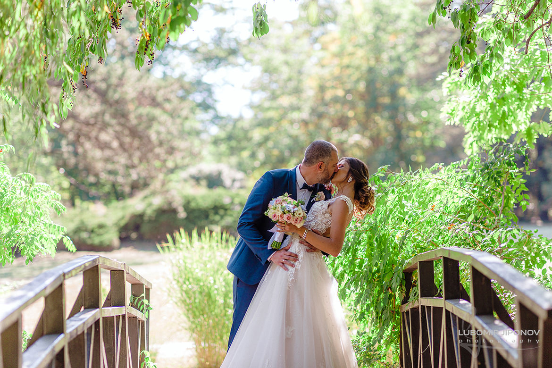 Сватбена фотосесия в дворец парк-музей Врана в София