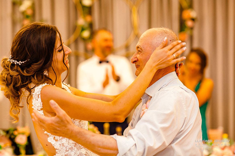 Танц на булката и баща й на сватба в Акорд хотел
