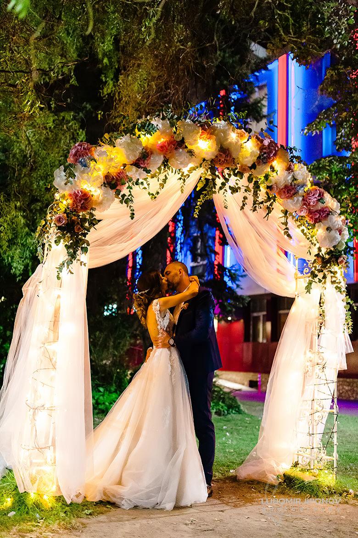 Сватба под арката в хотел Акорд