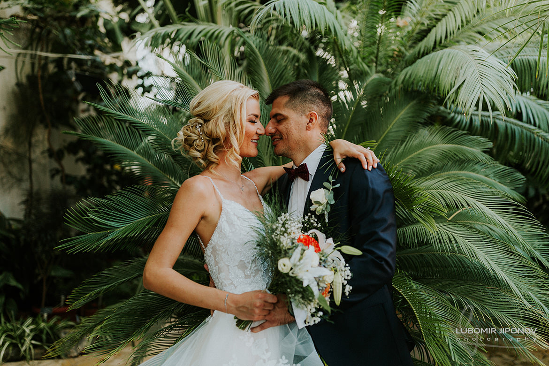 сватбена фотосесия в университетска ботаническа градина в софия