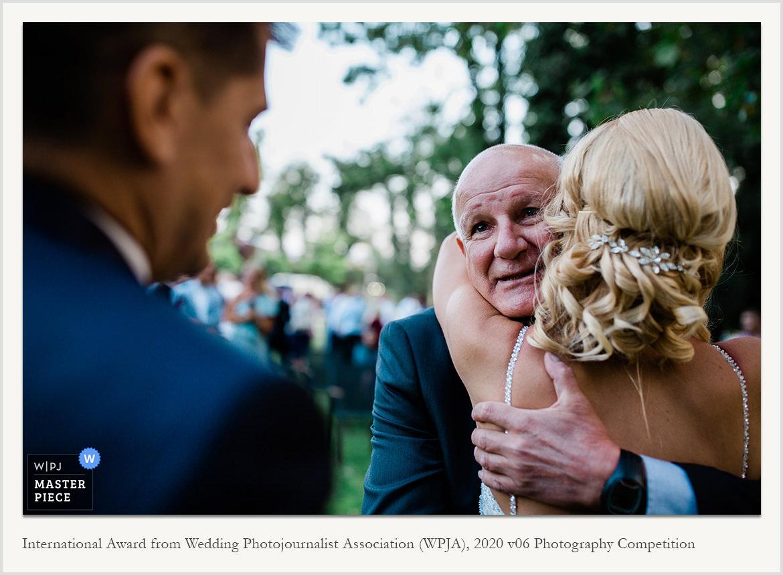 Международна награда за сватбена фотография в категория документална фотожурналистика